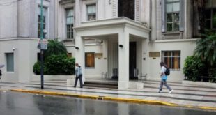 Un adulto mayor fue trasladado con Covid a Capital Federal